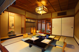 Ozashiki (Private Room): From 2-8 guests