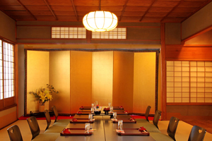 Japanese-style tatami-mat room (for private dining)
